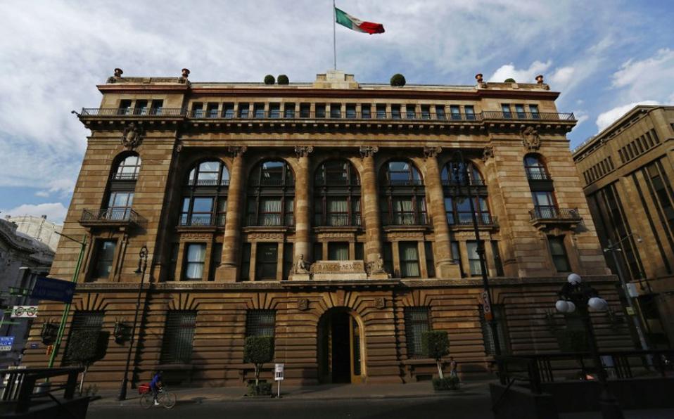 Banxico autoriza a bancos más comisiones