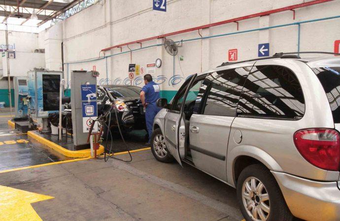 Verificación vehicular costará 524 pesos en la capital del país