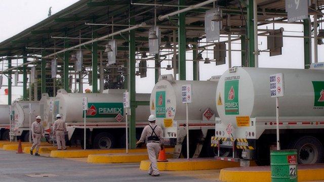 Expendedores de petróleo respaldan estrategia del gobierno de México
