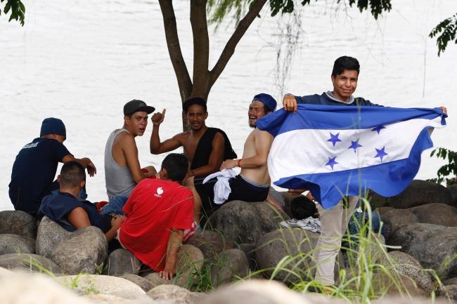 Inicia caravana de hondureños hacia EU, detienen a supuesto organizador