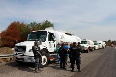 Ofrecen alcaldes policías para vigilancia en traslado de combustible