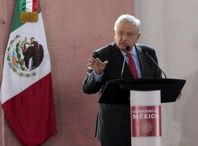 Ni un paso atrás en el combate a corrupción, afirma López Obrador
