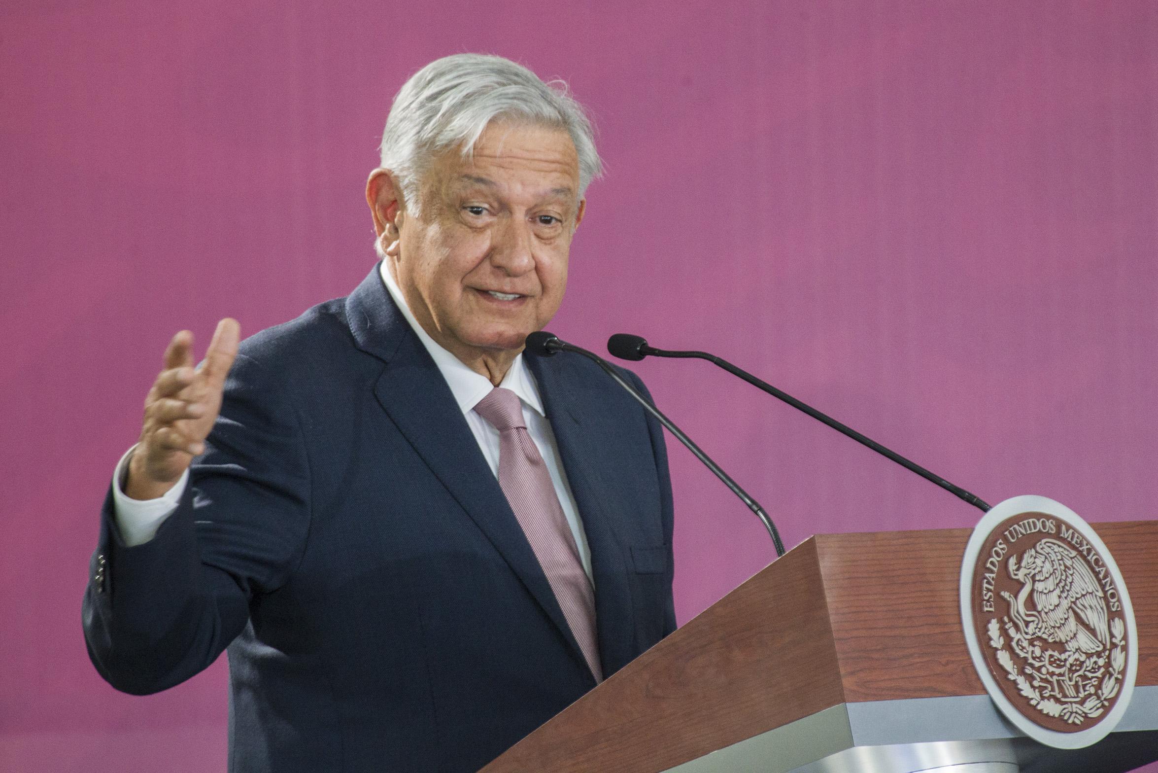 Aeropuerto de Santa Lucía será administrado por la Secretaría de la Defensa: Lopez Obrador