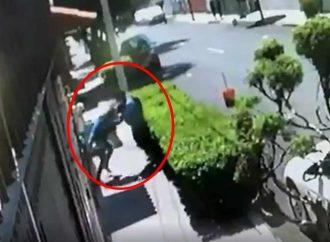 Graban intento de asalto en Azcapotzalco, ¡Mujer se defiende con todo!