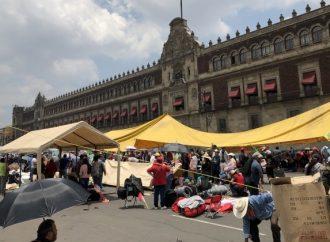 Campesinos bloquean circulación en la plancha del Zócalo en la CDMX