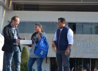 Entregan 1,750 kits escolares en BJ