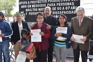 Entrega Iztacalco 200 apoyos económicos a personas mayores y discapacitadas