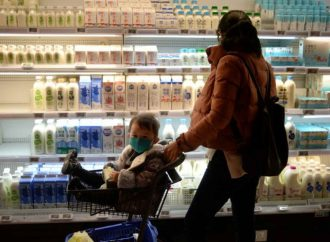Descubren anticuerpos contra covid en la leche materna