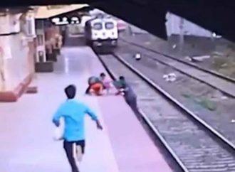 Así salvan a niño que cayó a las vías del tren; hombre recibe premio