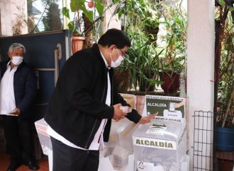 En Xochimilco candidato morenista ejerce derecho a voto