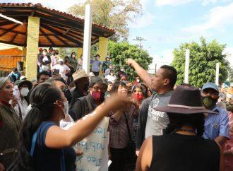 Vecinos de Xochimilco enfrentan a grupo de choque